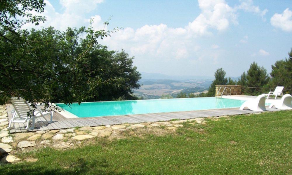 Piscina con vista panoramica in campagna soggiorni di - Agriturismo firenze con piscina ...